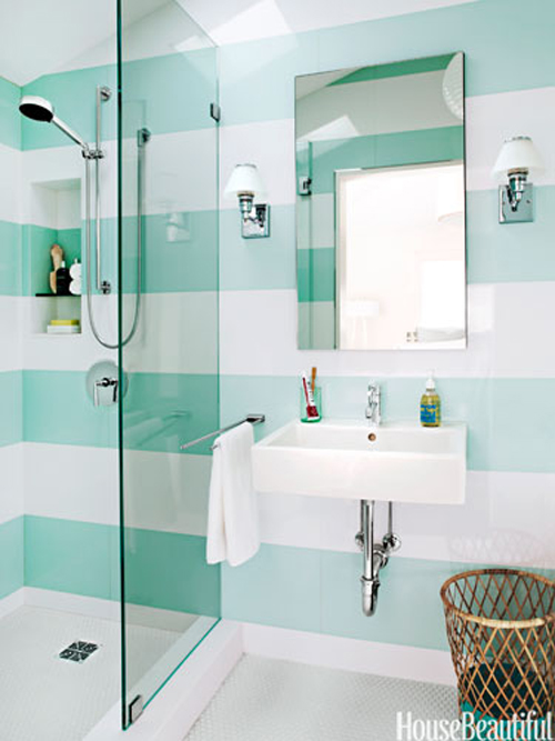 01-hbx-aqua-and-white-striped-bathroom-free-0612-lgn