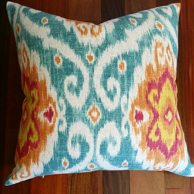 I love the colors in this ikat pillow. It's on its way into the etsy shop. Link in bio!!